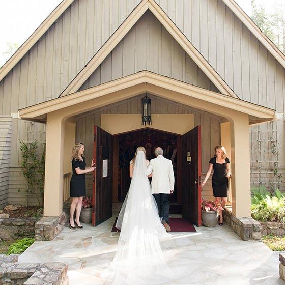 weddings_2column_clientgroup_2015_prevostwerrell_nickbreedlove_chapel01