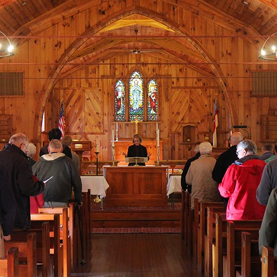 whowehost_2column_lansinglee_2015_closingworshipchapel_4140